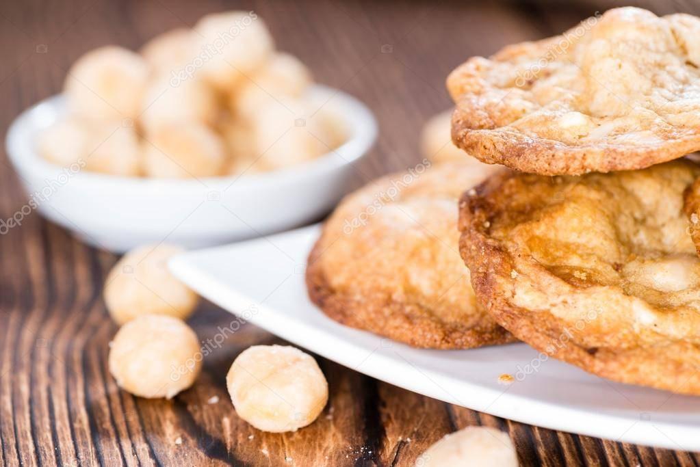 Печенье с орехами макадамия и белым шоколадом