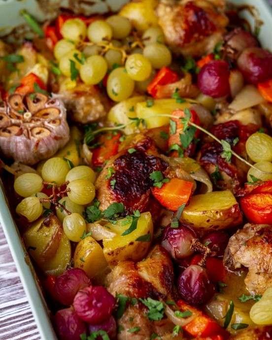 Запеченная курица с виноградом