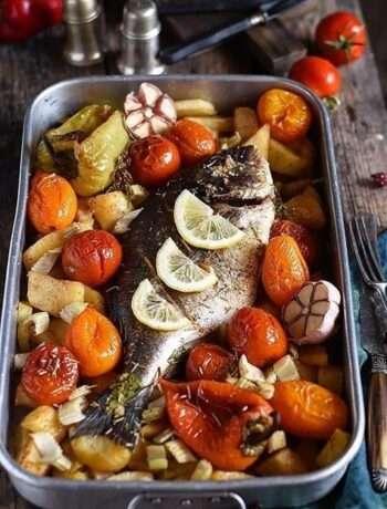 Дорада, запечённая с овощами