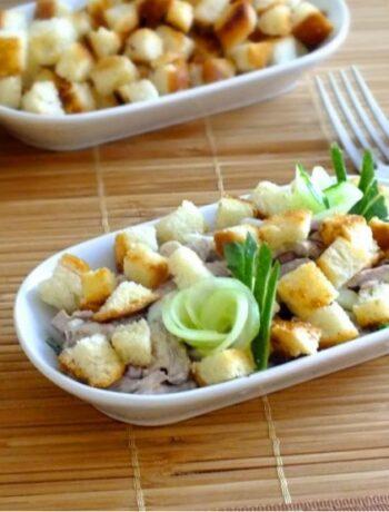 Салат из говядины (отварной) с фасолью и чесночком