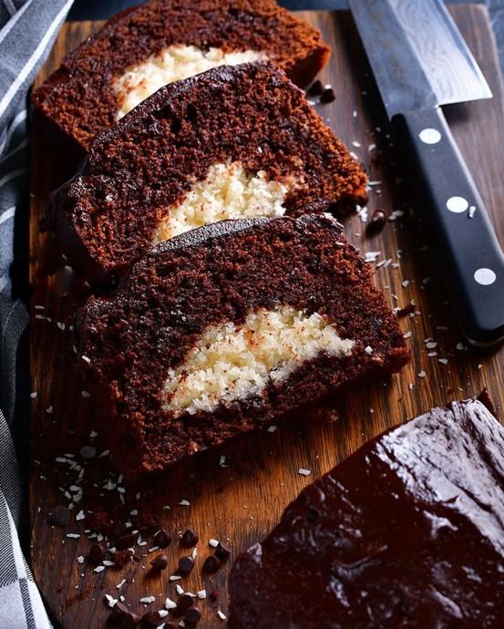 Шоколадный кекс с начинкой из кокоса