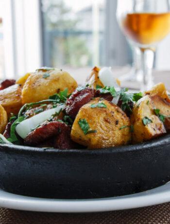 Картофельный салат с кинзой и беконом