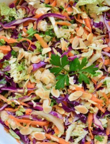 Куриный салат по-тайски с морковью и капустой