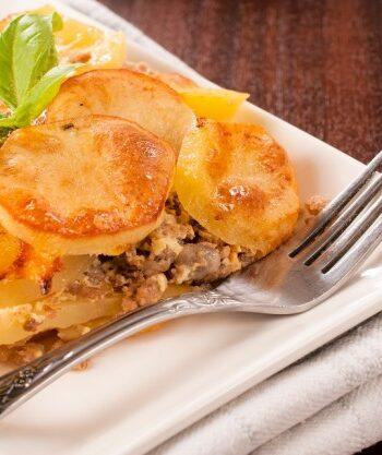 Мусака с говядиной и картофелем