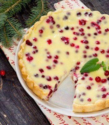 Пирог с клюквой и свежей сметаной