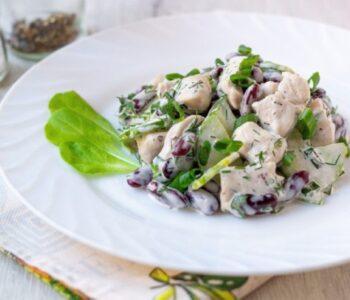 Салат с фасолью и огурцами