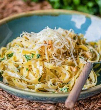 Тальятелле в сливочно-чесночном соусе