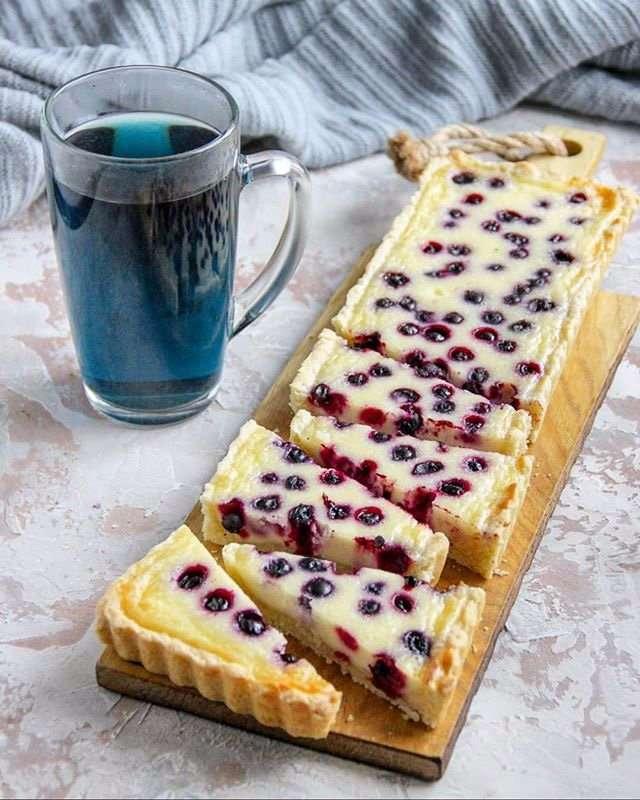 Тарт с ягодами в сметанной заливке
